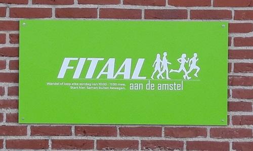 Bord Fitaal op sporthal Bindelwijk
